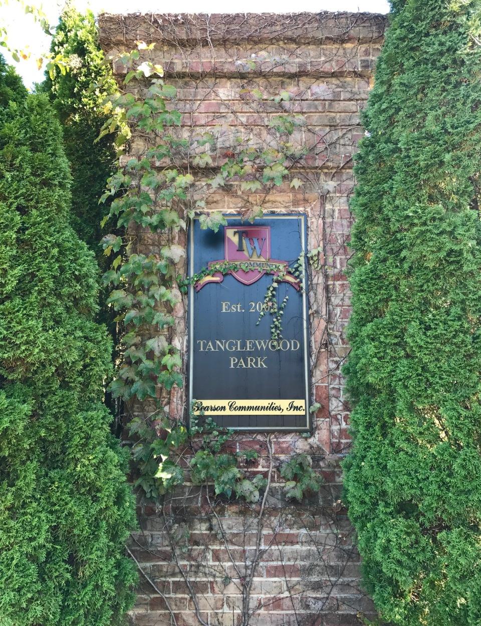Tanglewood Park Entrance_Marietta, GA_3